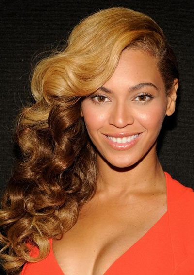 Beyonce-Side-Swept-Curly-Hairstyle